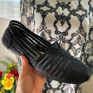 Bobs from Sketchers LIKE NEW! Black memory foam with arch pillow